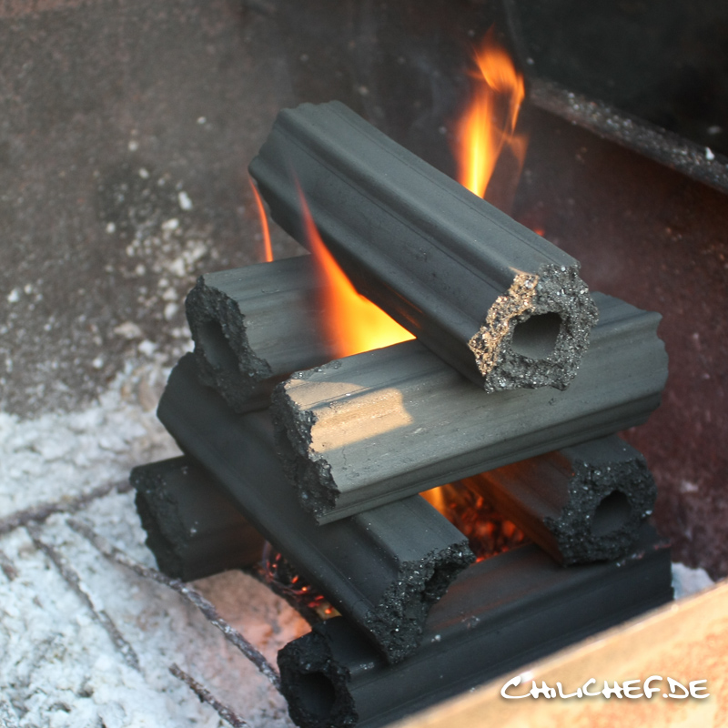 stücke von heiz und brennmaterial